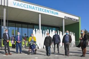 Gilles is 10.000ste persoon die gevaccineerd werd in Furnevent