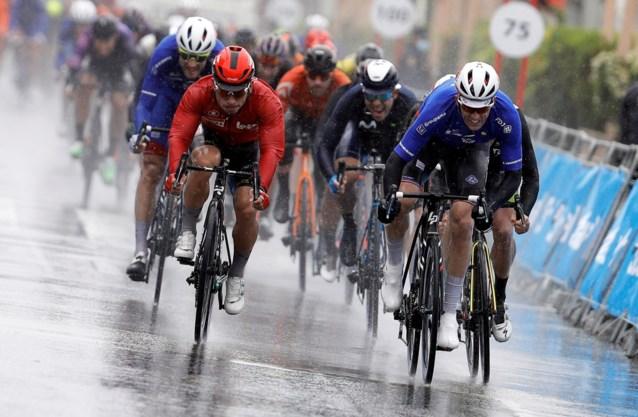 Arnaud Démare rondt perfect ingeleide massasprint af: Fransman klopt Dupont en Ewan in Ronde van Valencia