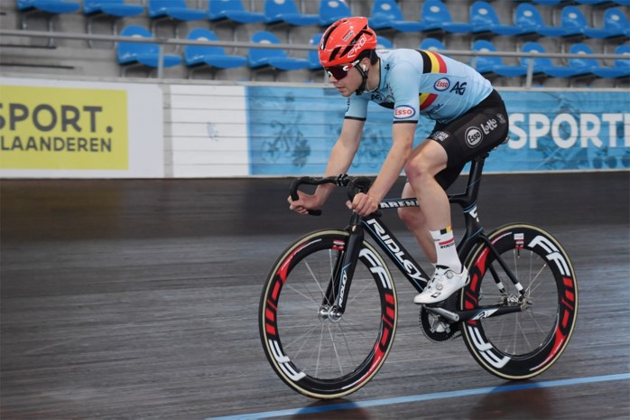 Milan Fretin gaat met Tuur Dens voor de zege in de ploegkoers