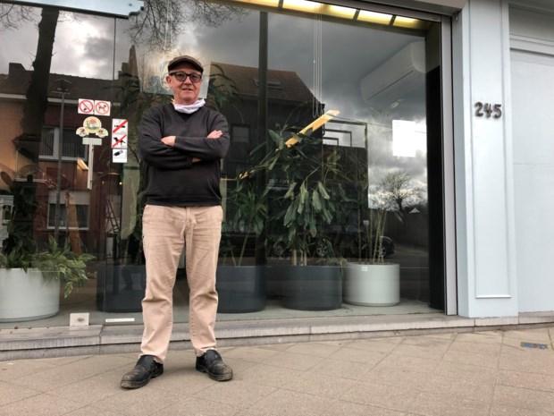 """Wim (67) opent nieuwe zaak … op nog geen 25 meter van zijn voormalig café: """"Ondanks de korte afstand een wereld van verschil"""""""