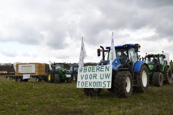 Jonge boeren smeken via symbolische actie om meer kansen voor de toekomst