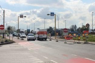 Een omleiding van twee kilometer volgen of even tegen het verkeer in rijden? Bestuurders negeren massaal verkeersborden