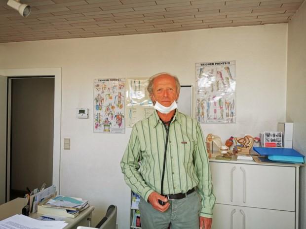 """Dokter Luc De Munck (65) is ambassadeur voor vaccinatie: """"Ik wil voor mijn pensioen mijn trouwe patiënten nog eens vastpakken"""""""