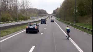 Oeps, foutje! Renster rijdt verkeerd tijdens Brabantse Pijl en belandt op Brusselse ring