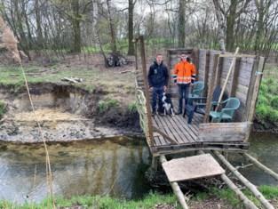Twee Genkse tieners bouwden palettenbrug over Stiemerbeek