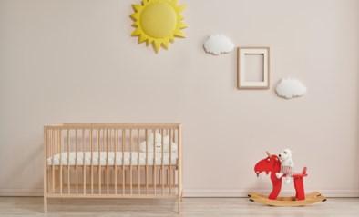 Geen knuffels en zeker geen tweede matras: hier moet je op letten om je kinderbedje veilig te houden