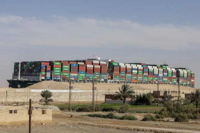 Egypte laat twee bemanningsleden van gestrand containerschip Ever Given naar huis vertrekken