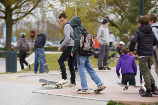 Het is druk in het grootste skatepark van het land, maar de komende maanden mogen er minder skaters binnen