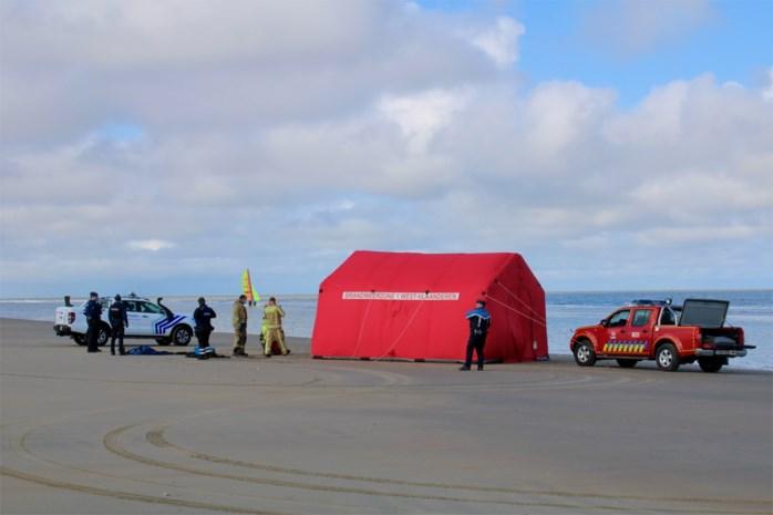 Aangespoeld lichaam op strand geïdentificeerd, autopsie volgt nog