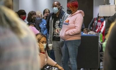 """Gewapende man richt bloedbad aan in VS, familieleden wachten urenlang angstig af: """"We kunnen alleen maar hopen"""""""