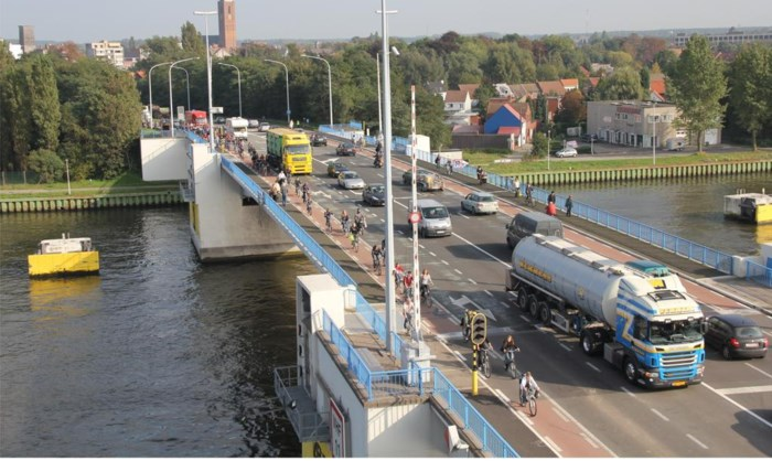 Zelzatebrug onderbroken voor autoverkeer richting Zelzate-West