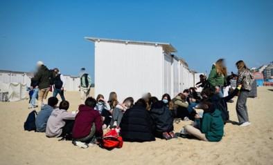 """Honderden jongeren feesten erop los op strand, uitbaters beschadigde strandbars tellen af naar einde paasvakantie: """"Waar zitten hun ouders?"""""""