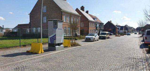 Superflitspaal verhuist van Markt in Deinze naar Drongensesteenweg in Vinderhoute