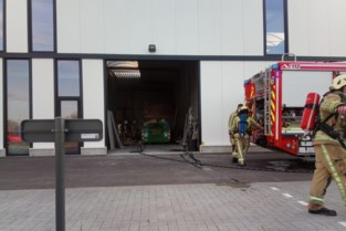 Brandweer blust smeulende container in Hasselt