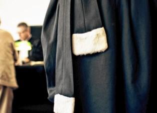 """Hij moest al schadevergoeding aan Louis Vuitton betalen, nu staat uitbater (31) gsm-winkel alweer voor rechter voor namaak: """"Zelfde hoesjes als vorig jaar"""""""