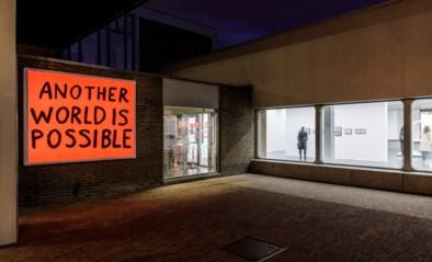 RECENSIE. Expo 'Proposal for non-aligned movement' van Sam Durant: Waarom zou een monument niet mobiel mogen zijn? ***