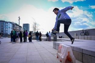 IJzeren haken houden skaters niet tegen aan Scheldekaaien