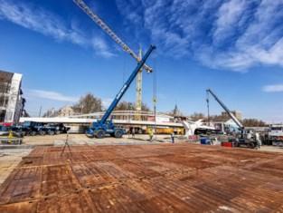 """Brug van 60 meter en 1.200 ton krijgt plek aan Thurn & Taxis: """"Dit is een heel delicaat manoeuvre"""""""