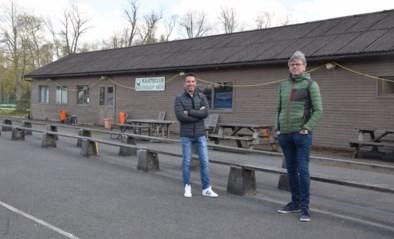 """Oude chalet van kaatsclub maakt plaats voor containerdorp van basisschool: """"Mét shuttlebus voor ouders"""""""