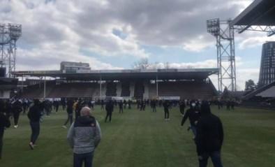 Fans van Sporting Charleroi bezetten veld uren voor de aftrap
