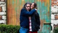 """Hoe Lena (29) het al vijf jaar volhoudt met Herman Brusselmans (63): """"Ik ben in mijn hoofd een oud wijf, daarom klikt het zo goed"""""""