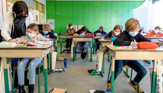 """Vakbond grijpt in voor veiligheid van leerkrachten in de klas: """"Cruciaal om coronabesmettingen te voorkomen"""""""