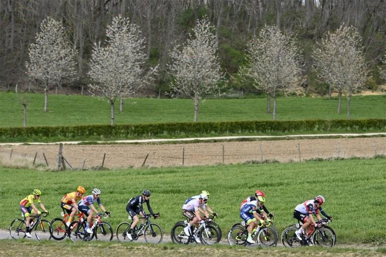 Na lang beraad is het officieel: Wout van Aert wint de Amstel Gold Race na millimetersprint met Tom Pidcock!