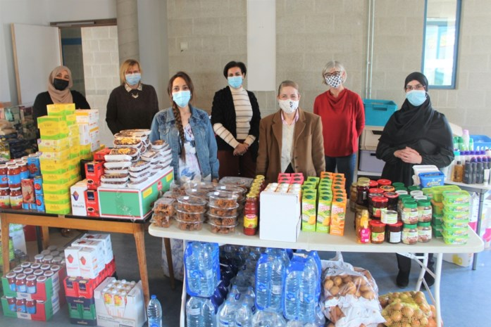 Mechelse vrijwilligers verdelen zestig voedselpakketten onder kwetsbare gezinnen