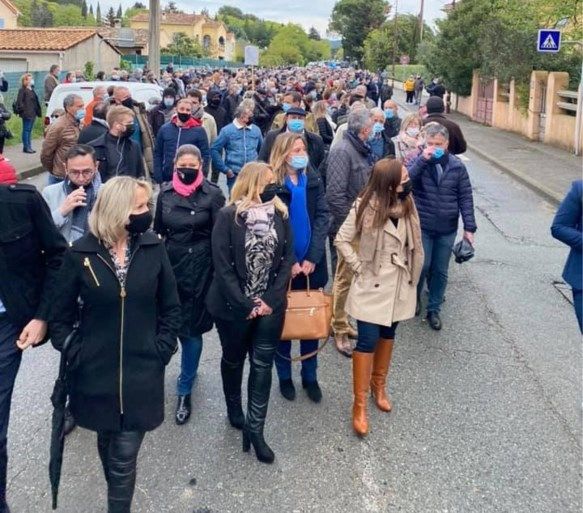 Frans bergdorpje komt in opstand tegen asielzoekers die al zeven maanden villa van overleden vrouw kraken