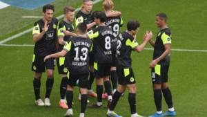 Borussia Dortmund wint met speciale truitjes vlot van Werder Bremen, invaller Thorgan Hazard deelt assist uit