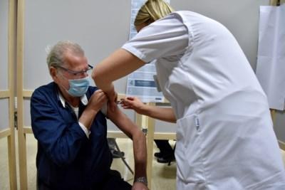 De eerste Vlaamse gemeente waar de 65-plussers zijn gevaccineerd