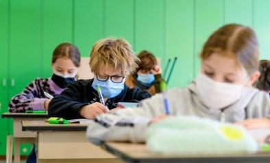 """Scholen gaan morgen weer open, maar is het niet te vroeg? """"We hadden liever een fellere daling gezien in de cijfers"""""""