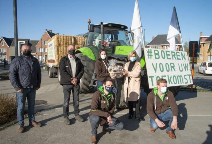Jonge landbouwers vragen aandacht voor hun toekomst met tractorenestafette