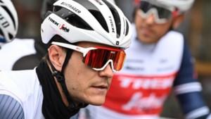 """Jasper Stuyven geeft op in Amstel Gold Race: """"Ik weet niet wat er scheelt. Vreemd"""""""