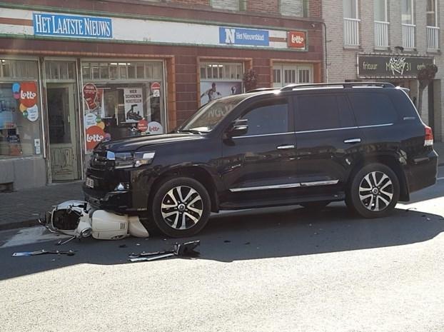 61-jarige bromfietsster zwaargewond na botsing tegen auto
