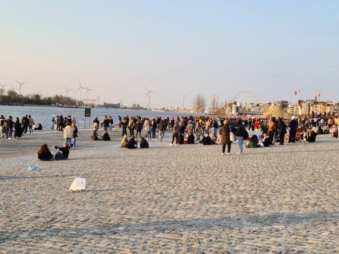 Antwerpse politie moet optreden tegen honderdtal feestende jongeren