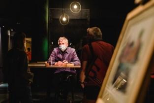 """Kunstenaars stellen tentoon op 'Comedy Expo' in Arenberg: """"Ik heb mijn tekeningen vergeten en sta nu voor lul"""""""