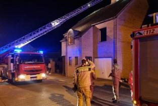 Dampkap vat vuur in woning in Wintam