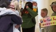 """Nieuw-Zeelanders en Australiërs vallen elkaar huilend in de armen dankzij reisbubbel: """"Ik heb er geen woorden voor"""""""
