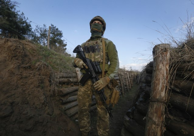 Een soldaat sterft, een andere raakt gewond aan het front in Oekraïne