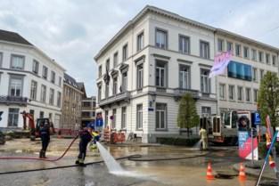 Waterleiding beschadigd tijdens werken in Mechelen: rijbaan onder water en onder het slijk