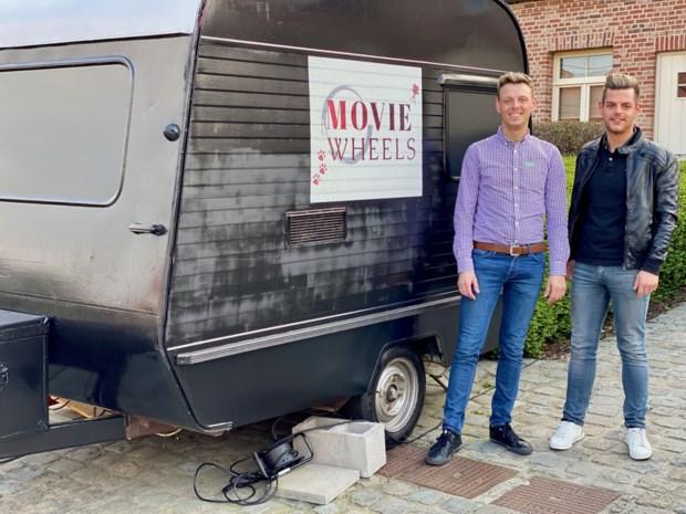 """Dankzij Joris en Laurent kan iedereen naar de cinema op de eigen oprit: """"Gratis popcorn inbegrepen"""""""