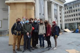 """Collectief 'Bezet De Munt Occupée' wil nog weken actie voeren op Muntplein: """"Aandacht vestigen op mensen die vergeten zijn"""""""