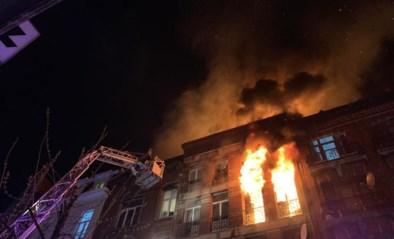 """Drie mensen kritiek na zware woningbrand in Anderlecht, bewoner getuigt: """"Het was vreselijk"""""""