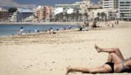 """Steven Van Gucht: """"Ik zou voorlopig wachten met reizen tot vaccinatiegraad stuk hoger ligt"""""""