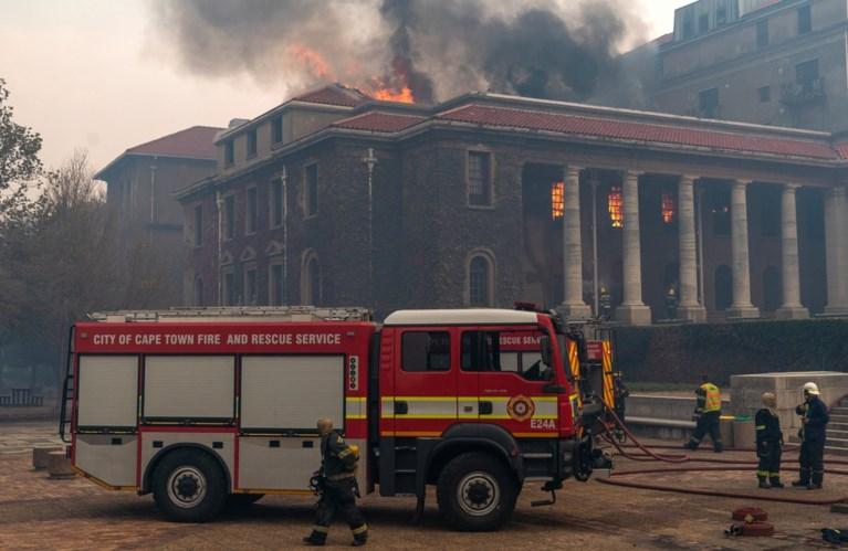 Man opgepakt die brand op Tafelberg veroorzaakte: meerdere historische gebouwen in Kaapstand verwoest