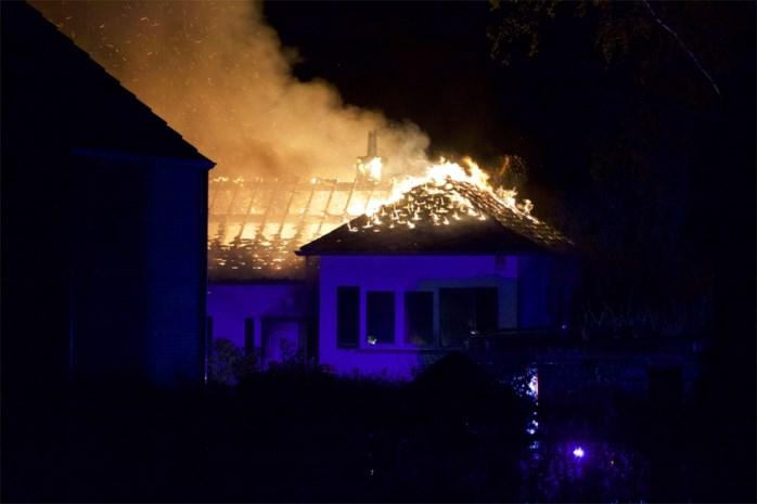 Bejaard koppel ontsnapt aan zware woningbrand