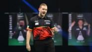 Dimitri Van den Bergh klopt Jonny Clayton met 7-3 en springt naar leiding in Premier League darts