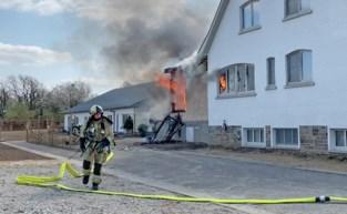 Uitslaande brand legt woning in de as