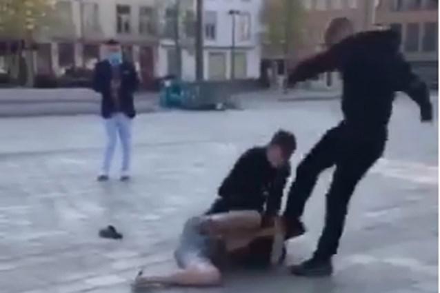 """VIDEO. Jongeren raken slaags in hartje Brugge, zorgen over toenemend geweld en drugs: """"We zien zelfs heroïne opduiken"""""""